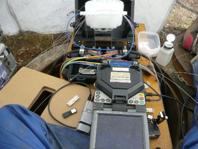 光ケーブル接続作業